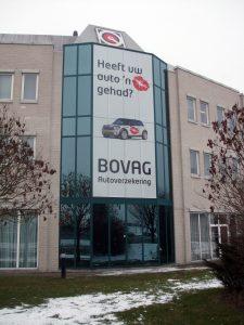 Ein ansehnliches Beispiel für eine Fassadenverkleidung in den Niederlanden mit der Lochfolie OneWayPro®.
