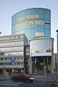 Anlässlich der Tour de France 2010, bei der auch eine Etappe durch Rotterdam führte, wurde OneWayPro® als beste Lochfolie unter 6 Wettbewerbsteilnehmern ausgewählt, um mehrere Gebäude der Stadt zu verkleiden.